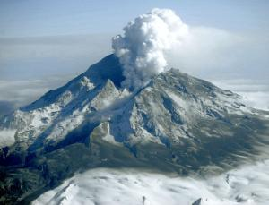 Redoubt volcano plume