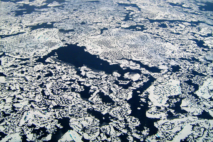 Arctic sea ice cracks